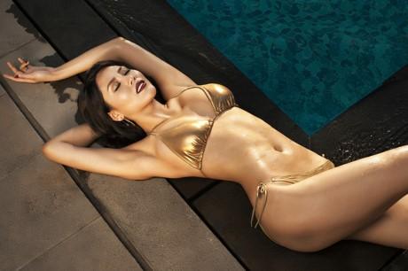 Hoa hậu Biển Nguyễn Thị Loan nóng bỏng với bikini, váy xuyên thấu - ảnh 4