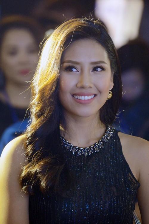 Hoa hậu Biển Nguyễn Thị Loan nóng bỏng với bikini, váy xuyên thấu - ảnh 3
