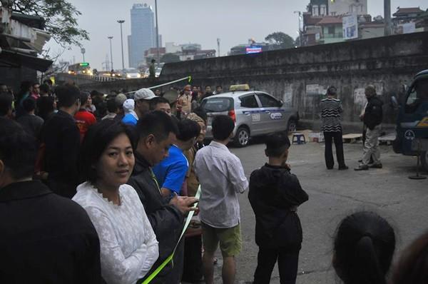 Toàn cảnh hiện trường xe taxi đâm chết người ở Hà Nội - ảnh 5