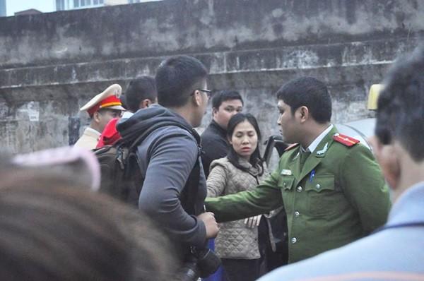 Toàn cảnh hiện trường xe taxi đâm chết người ở Hà Nội - ảnh 4