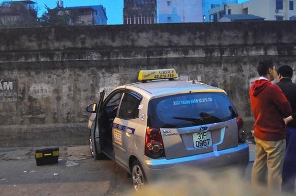 Toàn cảnh hiện trường xe taxi đâm chết người ở Hà Nội - ảnh 1