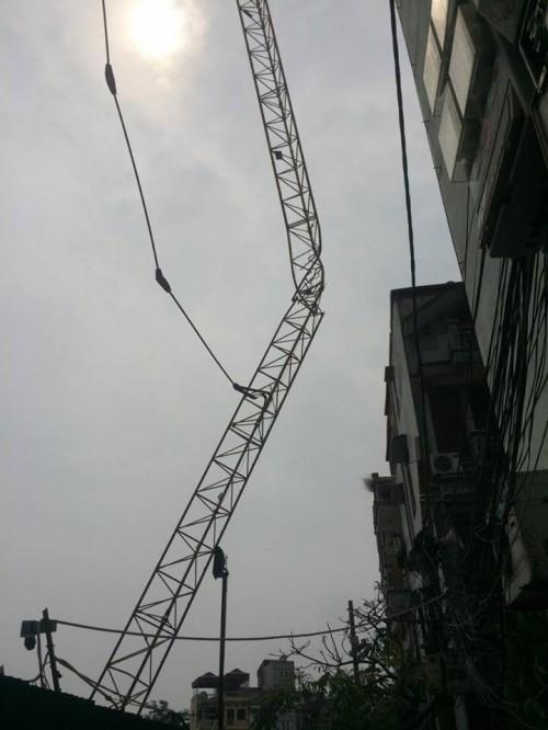 Hiện trường kinh hoàng vụ cần cẩu 50m gãy sát nhà dân ở Hà Nội - ảnh 3