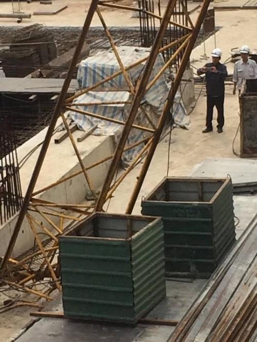 Hiện trường kinh hoàng vụ cần cẩu 50m gãy sát nhà dân ở Hà Nội - ảnh 6