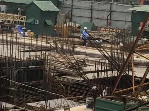 Hiện trường kinh hoàng vụ cần cẩu 50m gãy sát nhà dân ở Hà Nội - ảnh 5