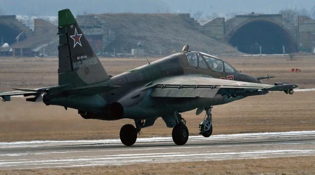 Cường kích Su-25 Nga rơi gần biên giới TQ do trục trặc động cơ - ảnh 1