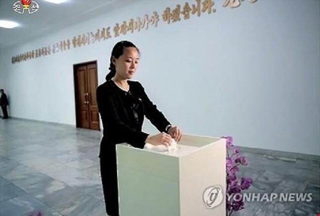 Em rể Kim Jong-un là giáo sư 'có gia cảnh bình thường' - ảnh 1