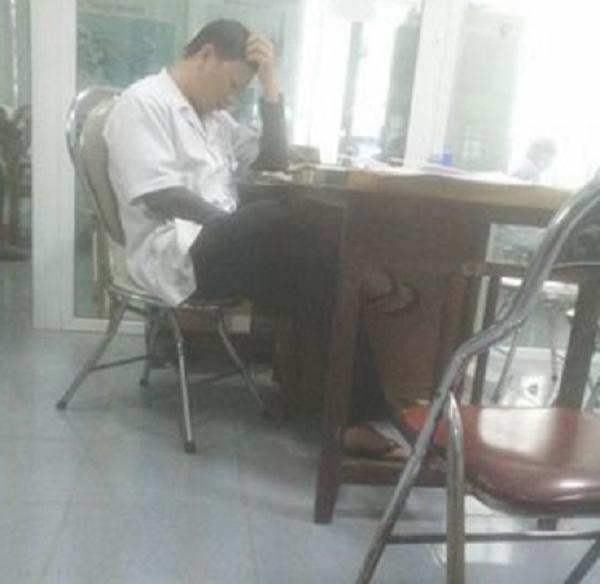 Bắt bệnh nhân chờ 4 tiếng: Không bác sỹ nào khám sức khỏe cho tôi - ảnh 1