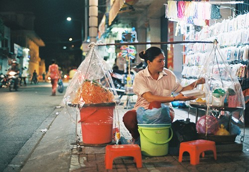 Gỏi tôm trứng – món ăn đường phố hấp dẫn ở Cần Thơ - ảnh 1