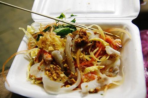 Gỏi tôm trứng – món ăn đường phố hấp dẫn ở Cần Thơ - ảnh 2