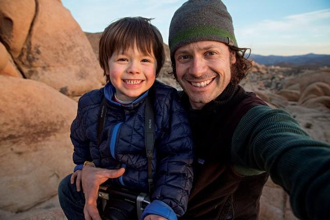 'Nhiếp ảnh gia 6 tuổi' thu hút hơn 200.000 người theo Instagram - ảnh 1