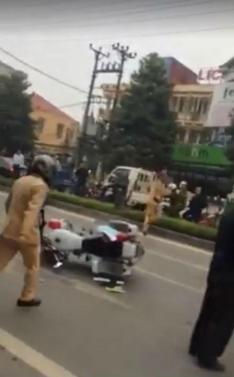 Vây bắt thầy giáo lái xe tải húc đổ xe cảnh sát rồi bỏ chạy - ảnh 4
