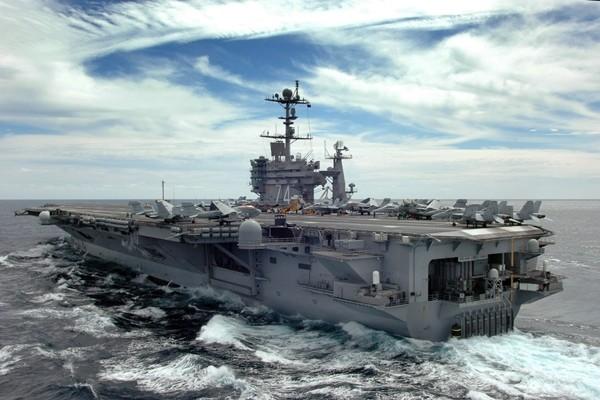 Sức mạnh tàu sân bay USS John C. Stennis Mỹ điều đến Biển Đông - ảnh 1