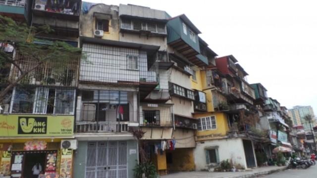 Cận cảnh nhà nứt dọa sập uy hiếp người dân ở khu đắt đỏ Hà Nội - ảnh 1