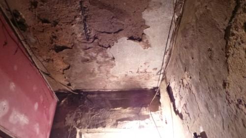 Cận cảnh nhà nứt dọa sập uy hiếp người dân ở khu đắt đỏ Hà Nội - ảnh 6