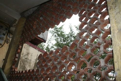 Cận cảnh nhà nứt dọa sập uy hiếp người dân ở khu đắt đỏ Hà Nội - ảnh 4