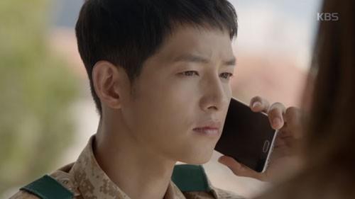 Song Joong Ki - Song Hye Kyo và nụ hôn 'bão' hậu duệ của mặt trời - ảnh 3
