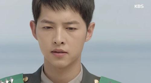Song Joong Ki - Song Hye Kyo và nụ hôn 'bão' hậu duệ của mặt trời - ảnh 7