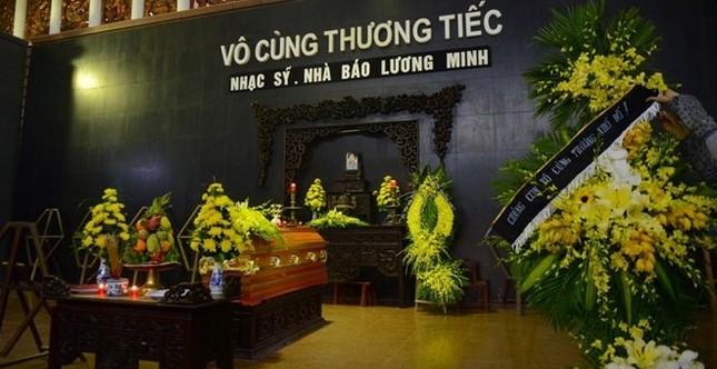 Hà Hồ, Mr Đàm.. ngậm ngùi đến tiễn đưa nhạc sĩ Lương Minh - ảnh 3