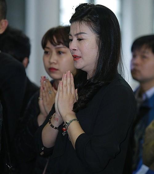 Thu Minh nức nở, Hà Hồ tỏ 'thái độ lạ' bên linh cữu NS Lương Minh - ảnh 3
