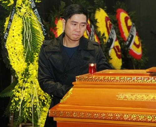 Thu Minh nức nở, Hà Hồ tỏ 'thái độ lạ' bên linh cữu NS Lương Minh - ảnh 4