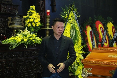 Thu Minh nức nở, Hà Hồ tỏ 'thái độ lạ' bên linh cữu NS Lương Minh - ảnh 5