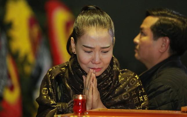 Thu Minh nức nở, Hà Hồ tỏ 'thái độ lạ' bên linh cữu NS Lương Minh - ảnh 7
