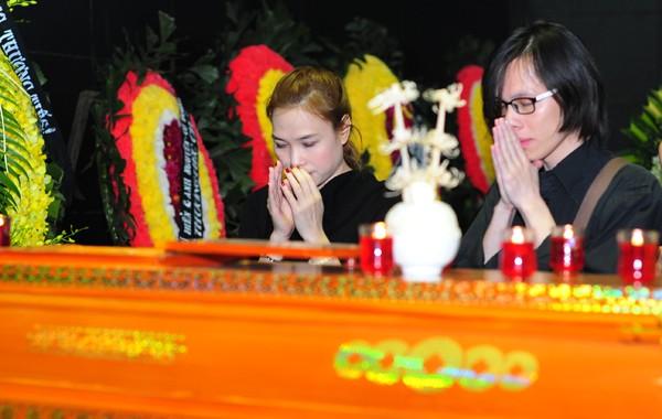 Mỹ Tâm khóc nức nở, vợ NS Lương Minh ngã quỵ bên linh cữu chồng - ảnh 8