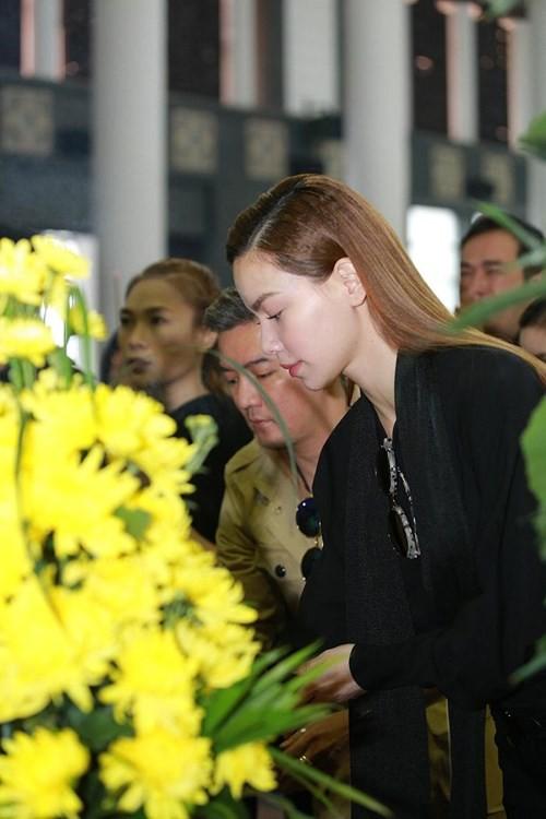 Mỹ Tâm khóc nức nở, vợ NS Lương Minh ngã quỵ bên linh cữu chồng - ảnh 6