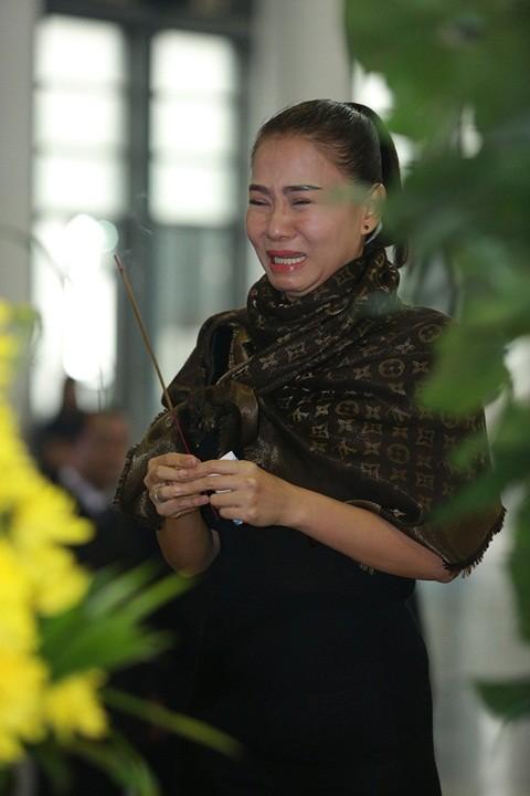 Mỹ Tâm khóc nức nở, vợ NS Lương Minh ngã quỵ bên linh cữu chồng - ảnh 5