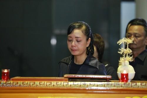 Mỹ Tâm khóc nức nở, vợ NS Lương Minh ngã quỵ bên linh cữu chồng - ảnh 9