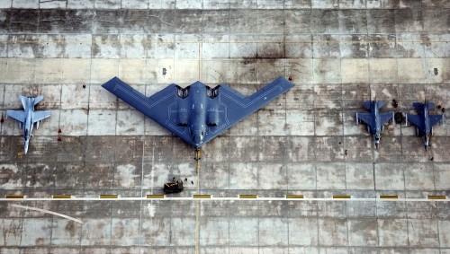 Video: 'Bóng ma bầu trời' B-2 Spirit đầy uy lực của Không quân Mỹ - ảnh 1