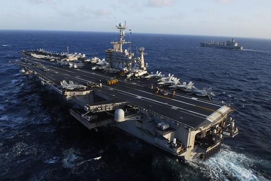 Tàu hải quân Trung Quốc theo sát tàu sân bay Mỹ ở Biển Đông - ảnh 1
