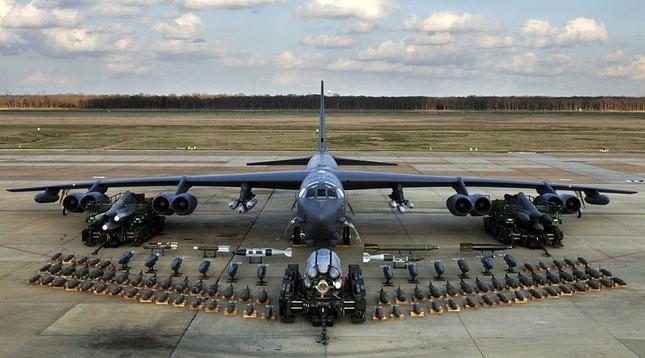 Pháo đài bay B-52 sẵn sàng xuất kích, ném bom khủng bố IS - ảnh 1