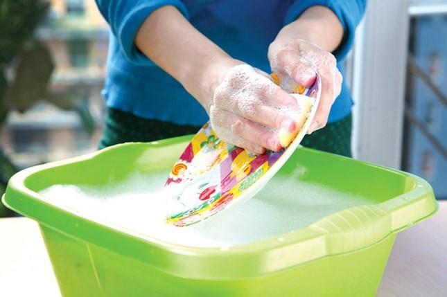 Mẹo rửa bát sạch, an toàn và không ảnh hưởng tới sức khỏe - ảnh 1