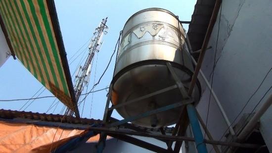 TP HCM: Chủ nhà trọ tử vong vì điện giật khi đang sửa bồn nước - ảnh 1