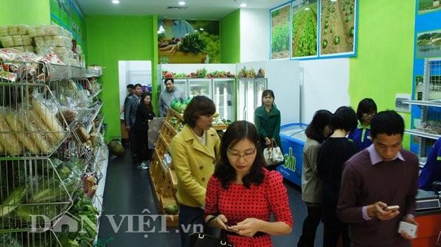 Hỏng đầm tôm, ông Đoàn Văn Vươn tiếp thị vịt sạch ở Thủ đô - ảnh 10