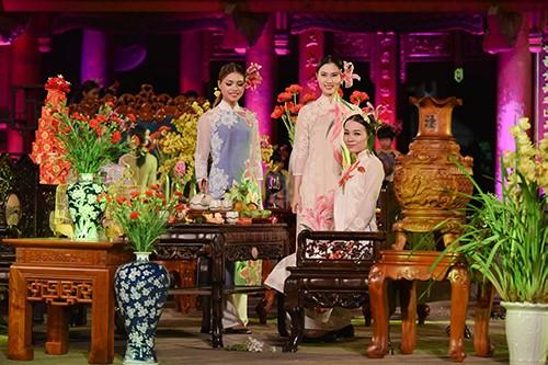 Hoa hậu Ngọc Hân trình diễn áo dài cùng người khuyết tật - ảnh 12