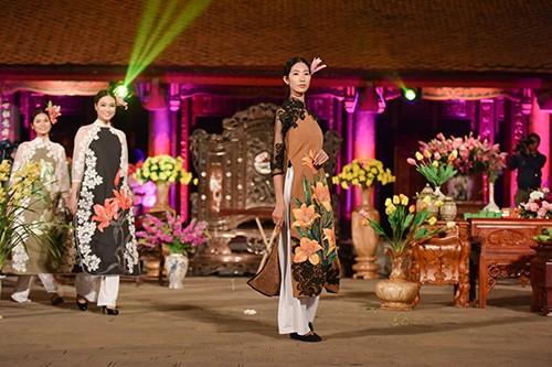 Hoa hậu Ngọc Hân trình diễn áo dài cùng người khuyết tật - ảnh 13