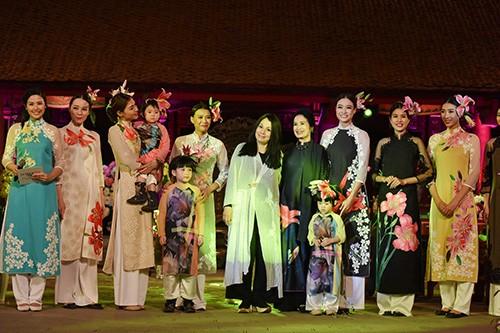 Hoa hậu Ngọc Hân trình diễn áo dài cùng người khuyết tật - ảnh 14