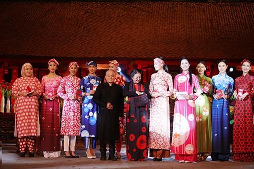Hoa hậu Ngọc Hân trình diễn áo dài cùng người khuyết tật - ảnh 17