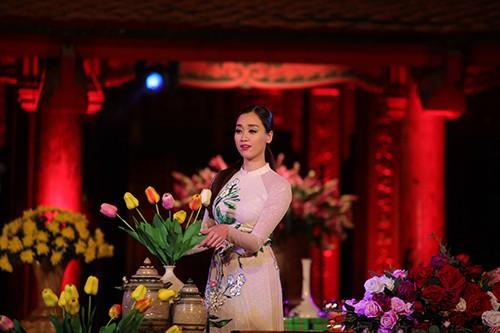 Hoa hậu Ngọc Hân trình diễn áo dài cùng người khuyết tật - ảnh 19