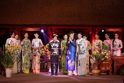 Hoa hậu Ngọc Hân trình diễn áo dài cùng người khuyết tật - ảnh 20