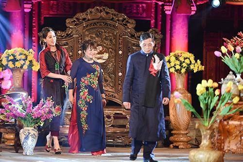 Hoa hậu Ngọc Hân trình diễn áo dài cùng người khuyết tật - ảnh 24