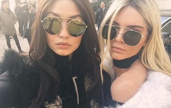 Kendall Jenner đẹp như như nữ hoàng ở show Balmain Thu Đông 2016 - ảnh 1