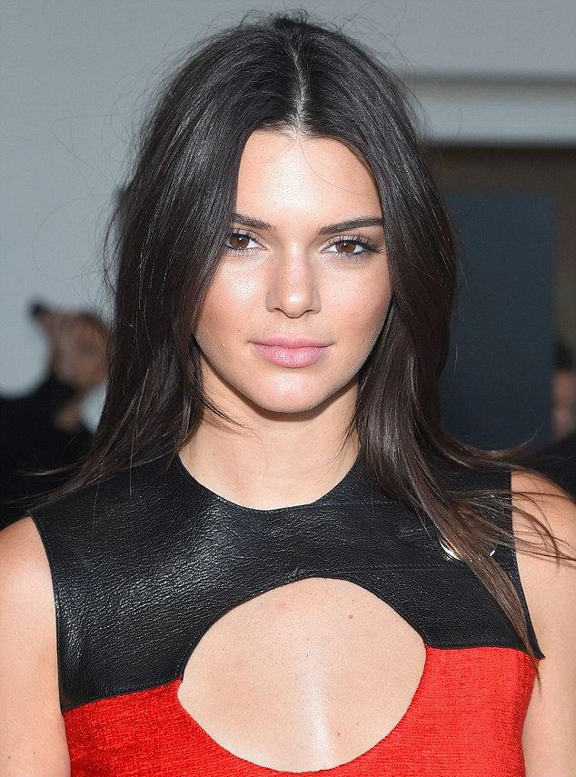 Kendall Jenner đẹp như như nữ hoàng ở show Balmain Thu Đông 2016 - ảnh 4