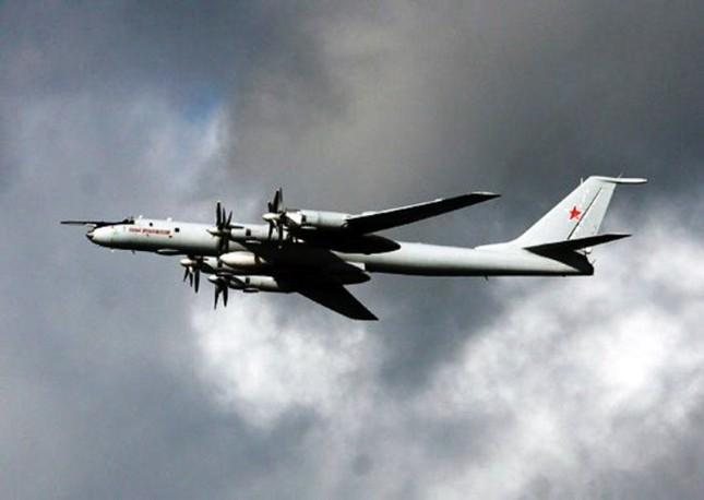 Chiến cơ 'khủng' của Nga tuần tiễu Biển Đông - ảnh 1