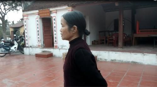 Hãi hùng nhìn con trăn 'mắc võng' trên ngôi đền ở Nam Định - ảnh 2