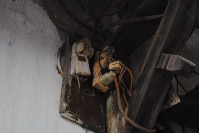 Nhà sắp sập không được sửa, nữ sinh cầu cứu Chủ tịch Hà Nội - ảnh 6