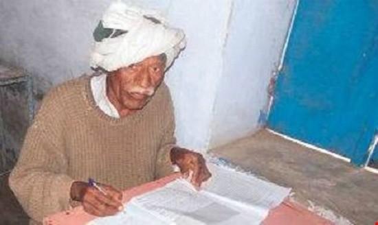 Lạ kỳ cụ ông 77 tuổi 47 lần thi chứng chỉ lớp 10 để… lấy vợ - ảnh 1