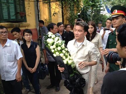 Mỹ Tâm, Hà Hồ... gặp bão dư luận vì 'tai bay vạ gió' tại đám tang - ảnh 3